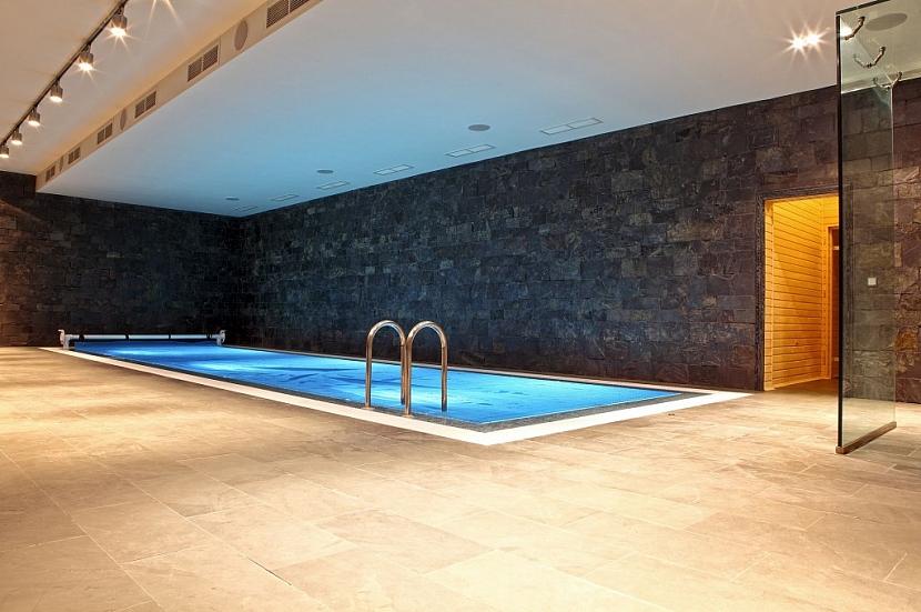 Příklad zapuštění bazénu v suterénu rodinného domu