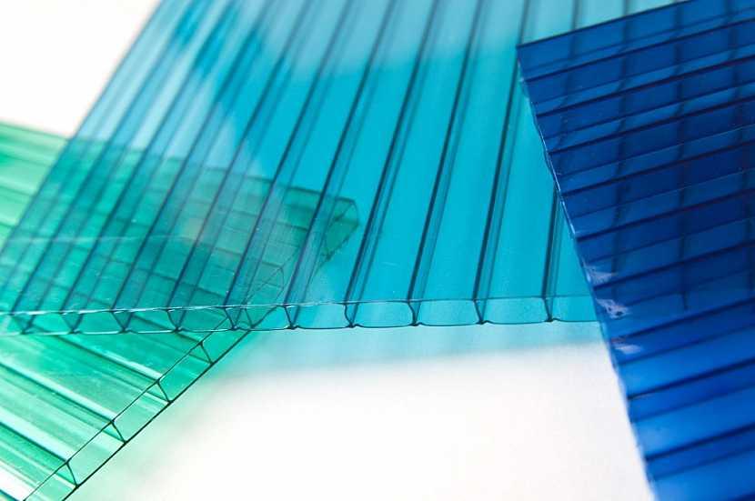Komůrkové desky polykarbonátu si můžete vybrat v několika barvách