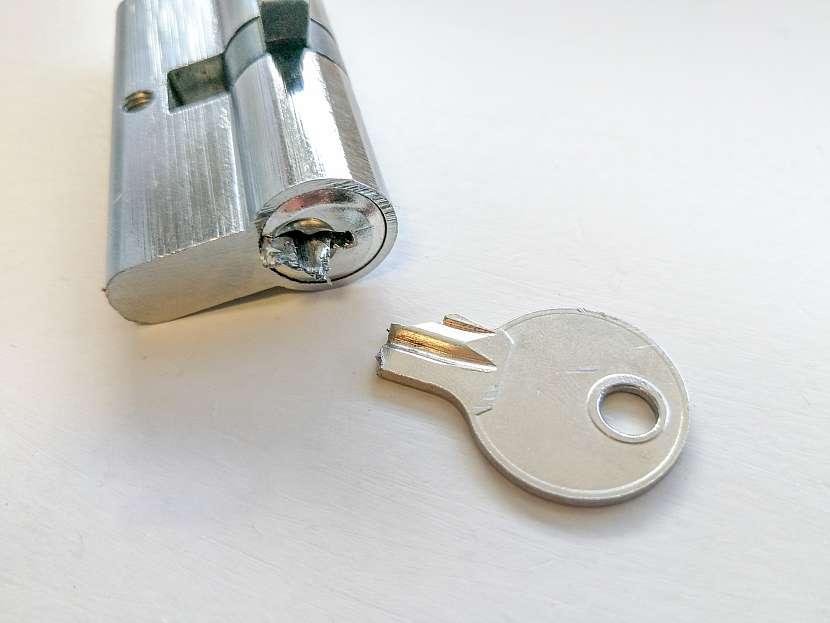 Zlomený klíč se zlikvidovaným zámkem