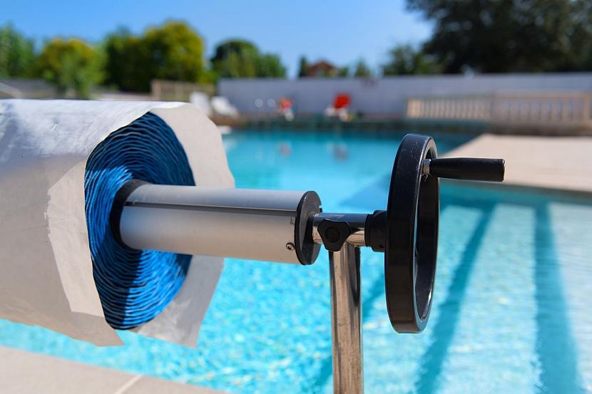 Srolovaná plachta na bazén
