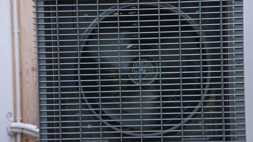 Pokud použijete vnější systém vzduch/voda, počítejte i s vyšší hlučností zařízení