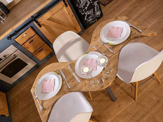 Výroba malého jídelního stolu (Zdroj: Prima DOMA)