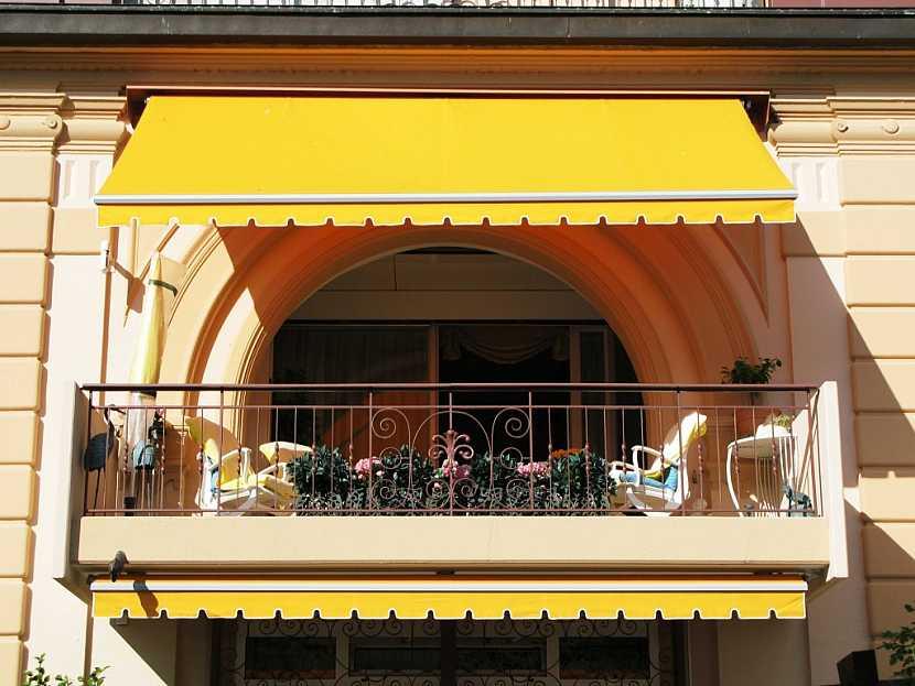 Markýza zastíní celý balkón