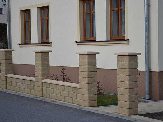 Betonový plot může být hezký