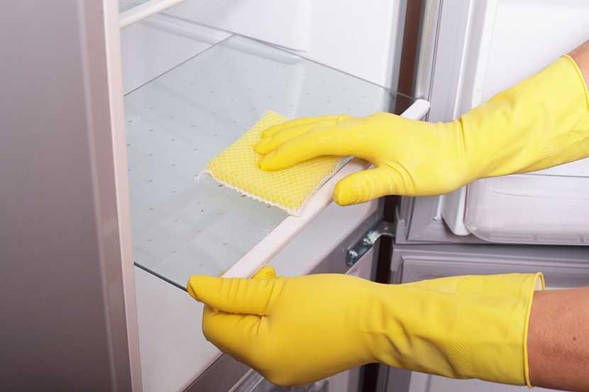Lednici je nutné pravidelně čistit i rozmrazovat