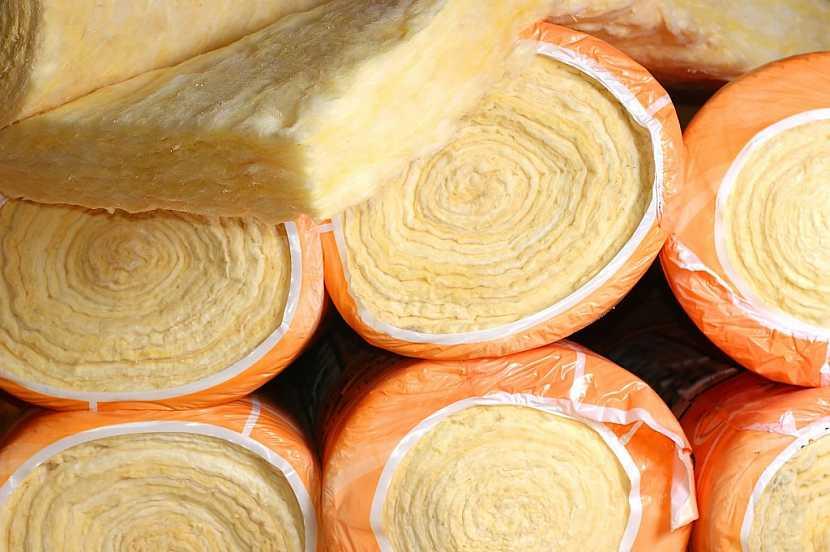 Skelná vata se prodává stlačená a zabalená v rolích