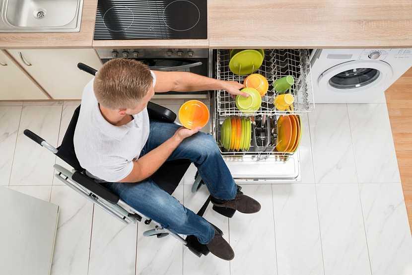 Kuchyň, uzpůsobená pro invalidního člověka na míru