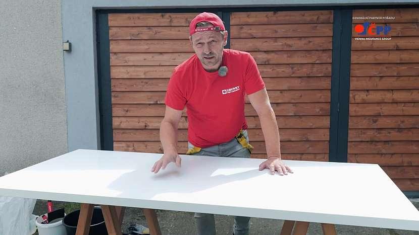 Základ stolu, na který přijde aplikovat betonová stěrka, musí být rovný a soudržný. Hodí se třeba část staré kuchyňské linky