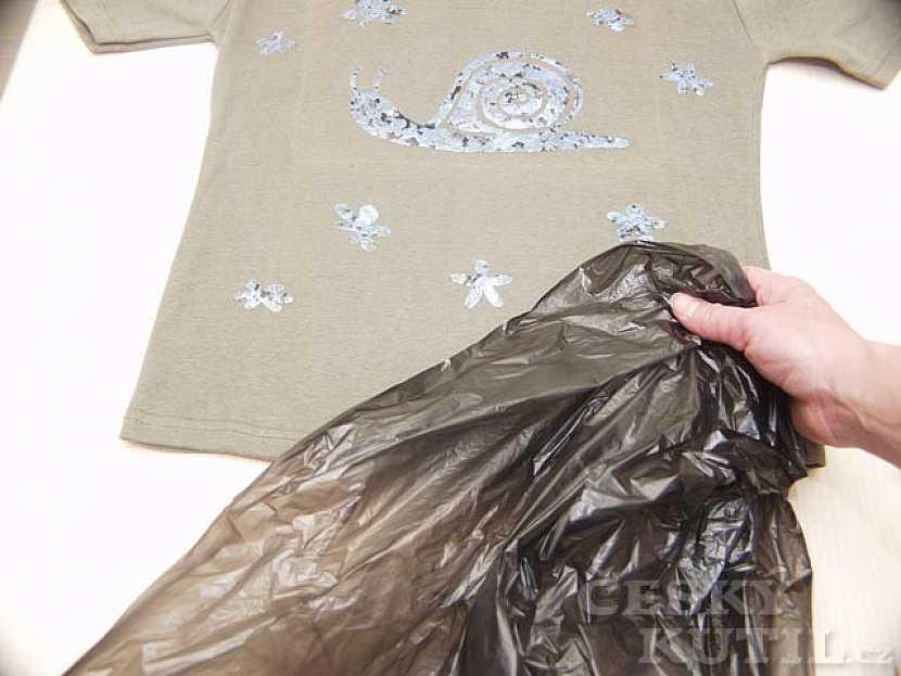 Barvení naruby – barvení textilu pomocí sava