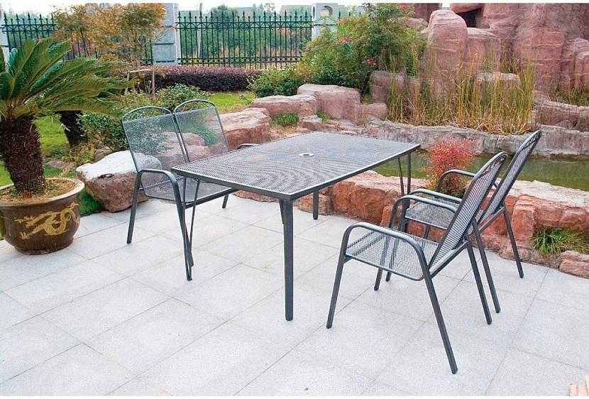 3. Kovový zahradní nábytek