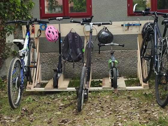 Vyrobte si dřevěný stojan na kolo na zem (Zdroj: Prima DOMA MEDIA, s.r.o.)