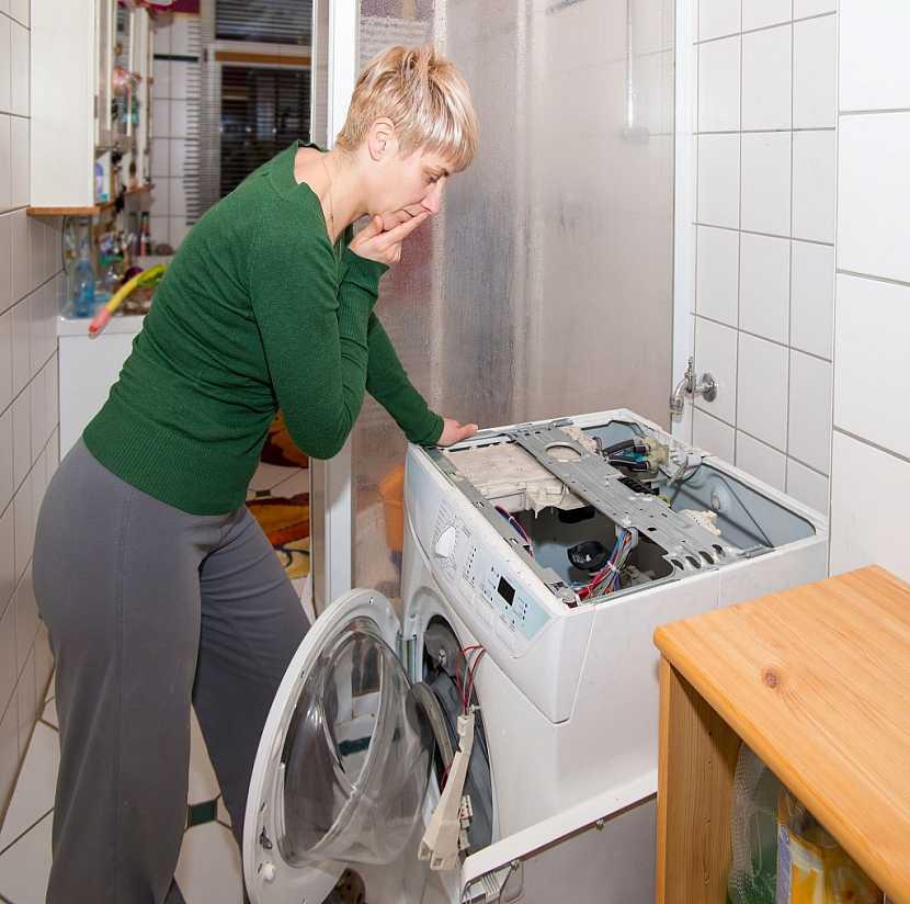 Dosloužilá pračka obsahuje ještě dost komponentů, které může někdo potřebovat