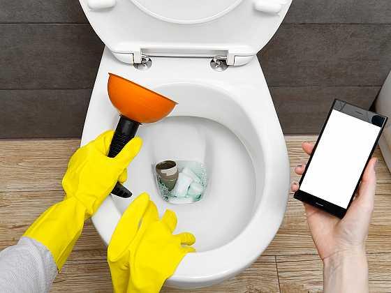 Vyzrajte bez cizí pomoci na ucpaný záchod (Zdroj: Depositphotos)