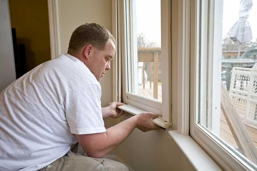 Zasklené okno vraťte zpátky do rámu