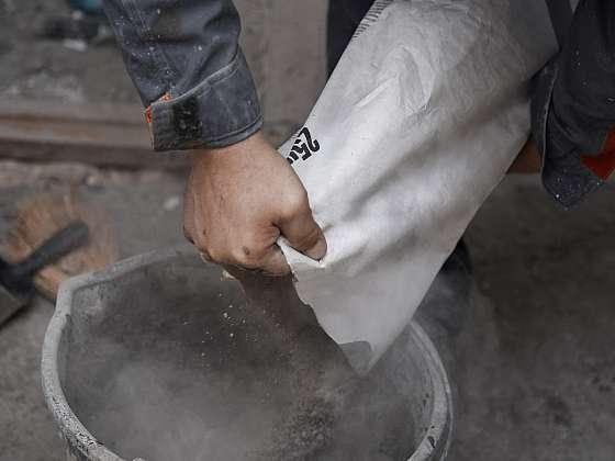 Praskliny v betonu opravíte snadno (Zdroj: Depositphotos)