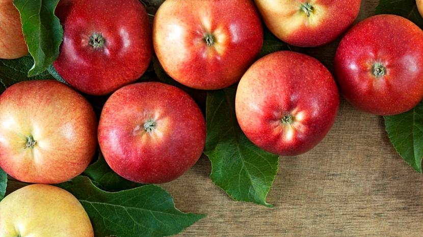 Buďte lepší ve skladování jablek: plody dáváme stopkou dolů, bubákem nahoru