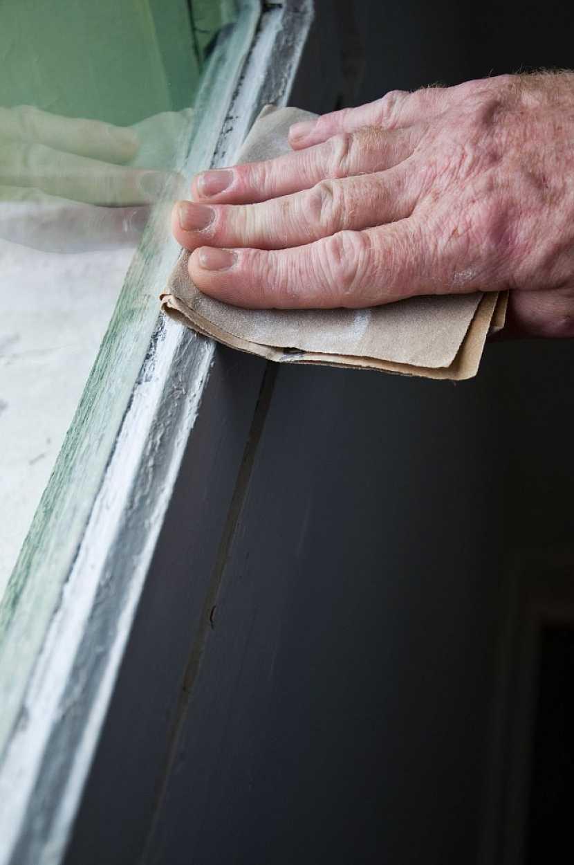 Na jemné dobroušení a začistění použijeme smirkový papír