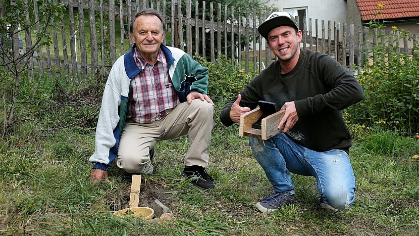 Jan Štefan ukázal Láďovi Hruškovi své pasti proti myším a hrabošům