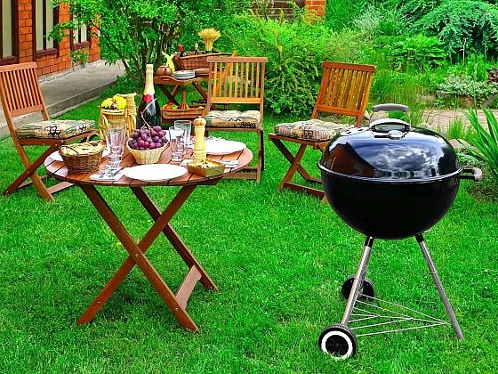 Sety zahradního nábytku na novou sezónu (Zdroj: Depositphotos)