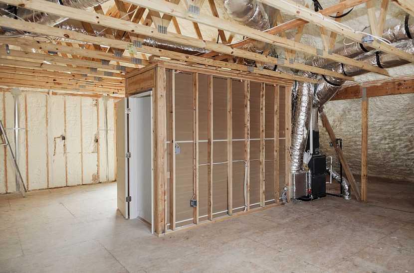 Mezi vlastnosti suché podlahy patří nízké zatížení konstrukce