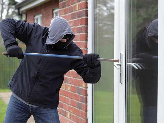 Zabezpečení oken a dvěří je důležité pro každý byt nebo dům z hlediska prevence proti nechtěným návštěvám. Poradíme vám, jaké řešení si můžete vybrat. (Zdroj: Depositphotos)