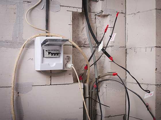 Schovejte elektrické kabely pod sádrokarton snadno a profesionálně (Zdroj: Depositphotos)