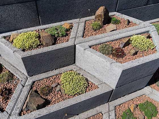 Zahrajte si a vylepšete zahradu z betonových prvků Playstone (Zdroj: Liapor)