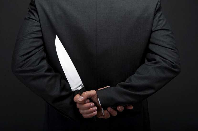 Je důležité, aby nůž padl přesně do ruky
