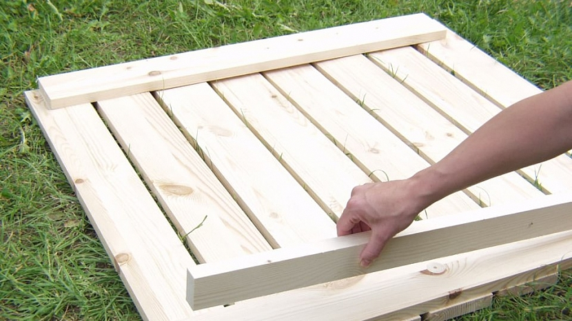 Udělejte si skládací zahradní stůl 2