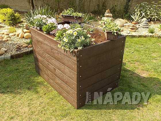 Založte si vyvýšené záhony, které si postavíte pomocí prken z recyklátu (Zdroj: Prima DOMA)