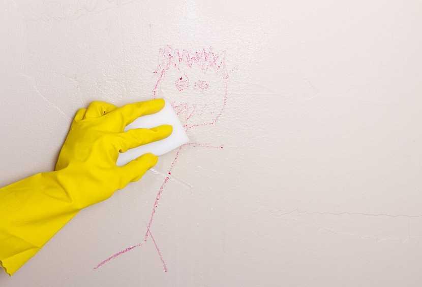 Stěnu s omyvatelnou barvou jednoduše vyčistíte navlhčenou houbičkou