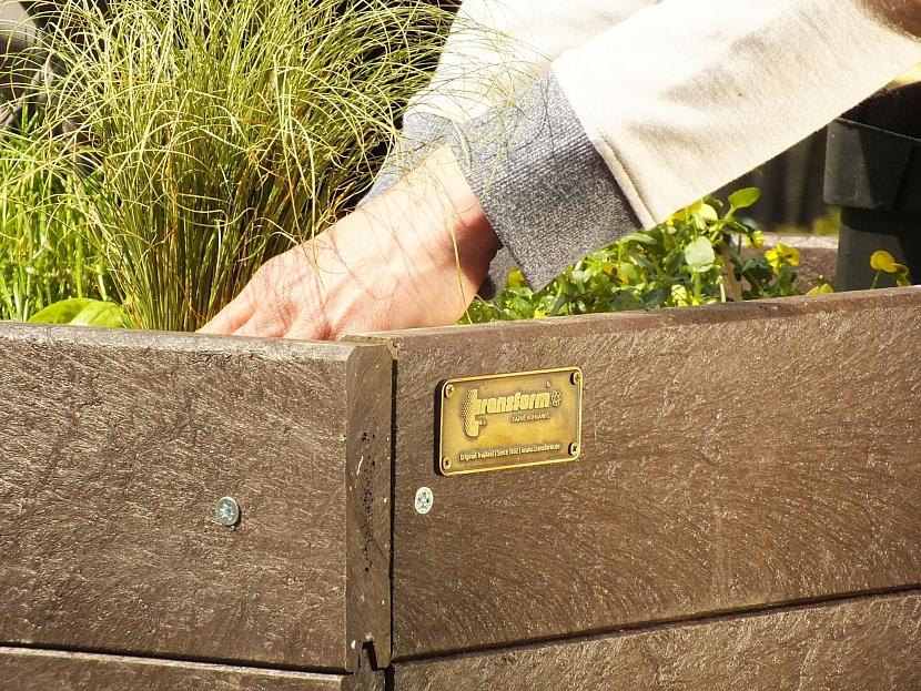 Můžeme zasázet bylinky, převislé květiny nebo třeba jahody