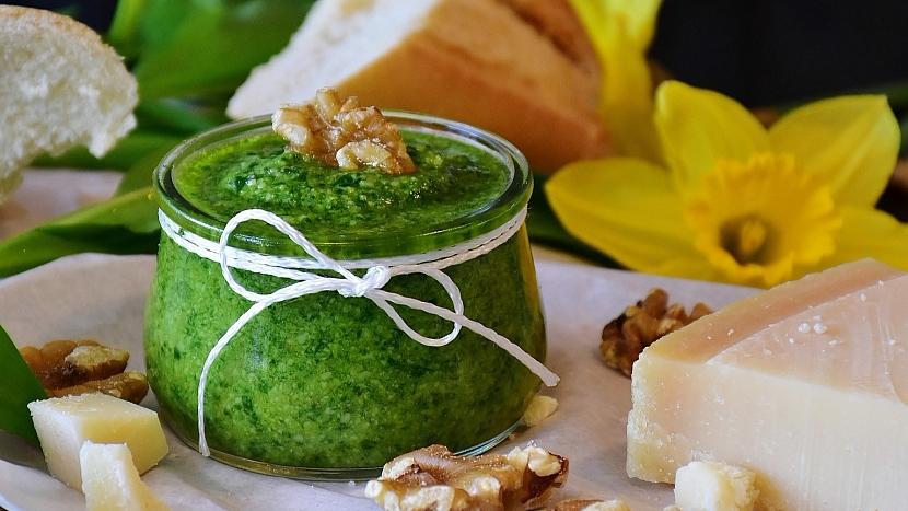 Česnek medvědí (Allium ursinum): recept na pesto