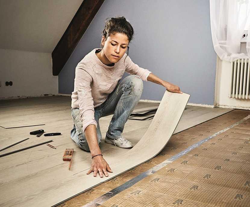 Při pokládce vinylové podlahy je klíčová správná příprava podkladu