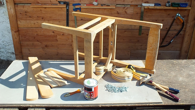 Křesílko ze staré židle: co na renovaci potřebujeme