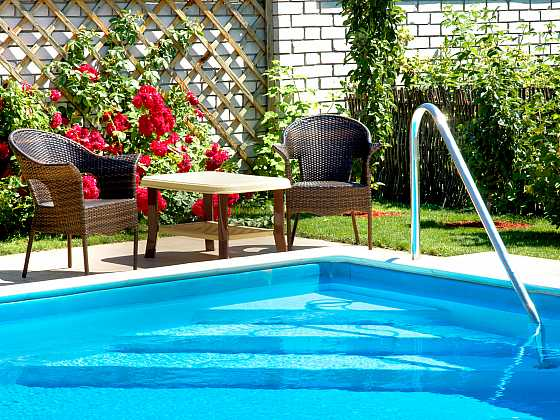Bazén s teplou slanou vodou můžete využívat po celý rok (Zdroj: Depositphotos)
