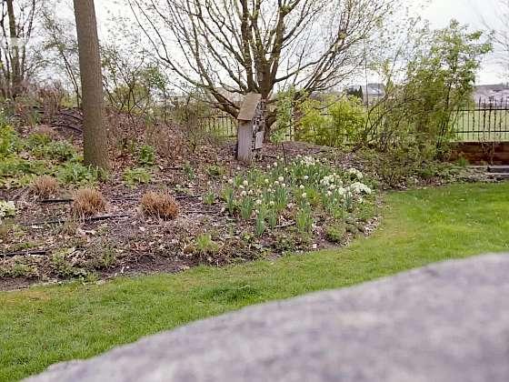 Krásně upravená zahrada vypadá přirozeně a splývá s okolím (Zdroj: Prima DOMA)