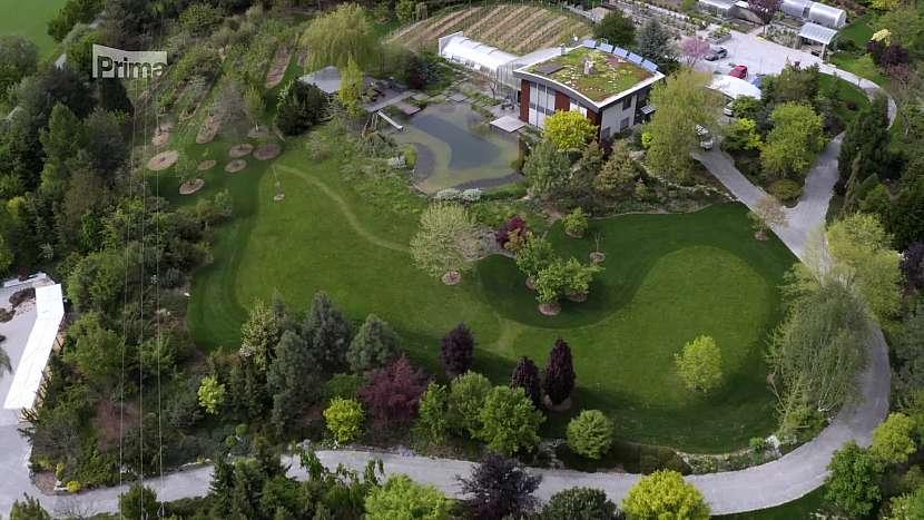 Zelená střecha pomůže domu splynout s krajinou, současně i výrazně zvýší kvalitu života