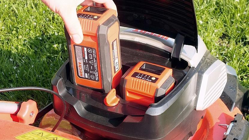 Výhodou akumulátorových pomocníků je, že mohou fungovat na jednu a tu samou baterii