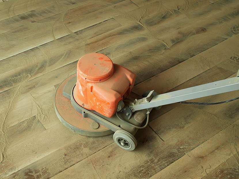 Broušení podlahy před nátěrem