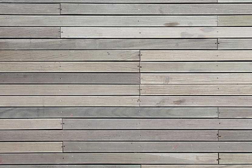 Kvalitní dřevoplastová prkna mají vysoký obsah dřevěných vláken a na první pohled mohou být při kvalitním zpracování k nerozeznání od dřevěných podlah