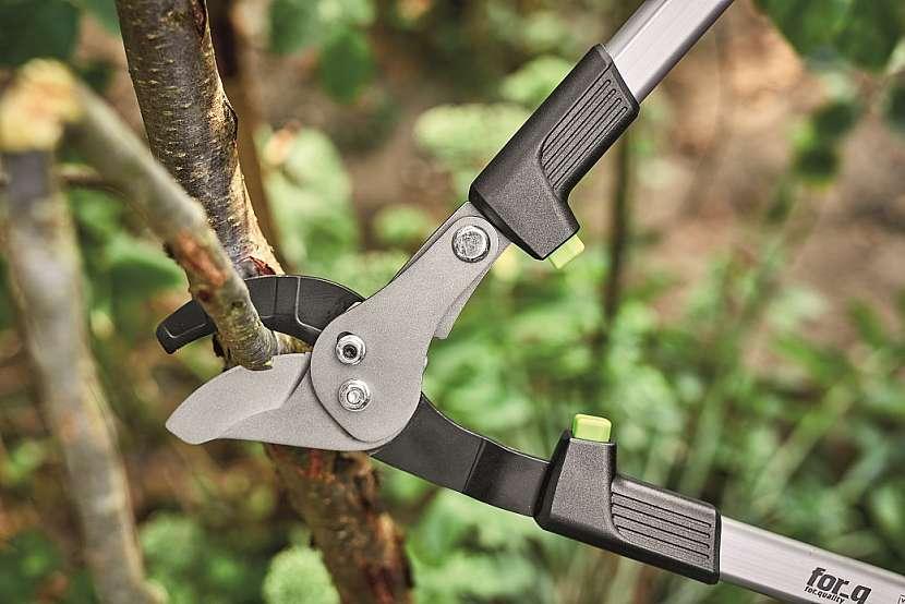 Akumulátorové nůžky vhodné pro řez dřevin
