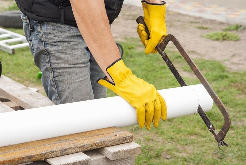 Trubky a žlaby lze jednoduše upravit na potřenou délku pomocí pilky na kov