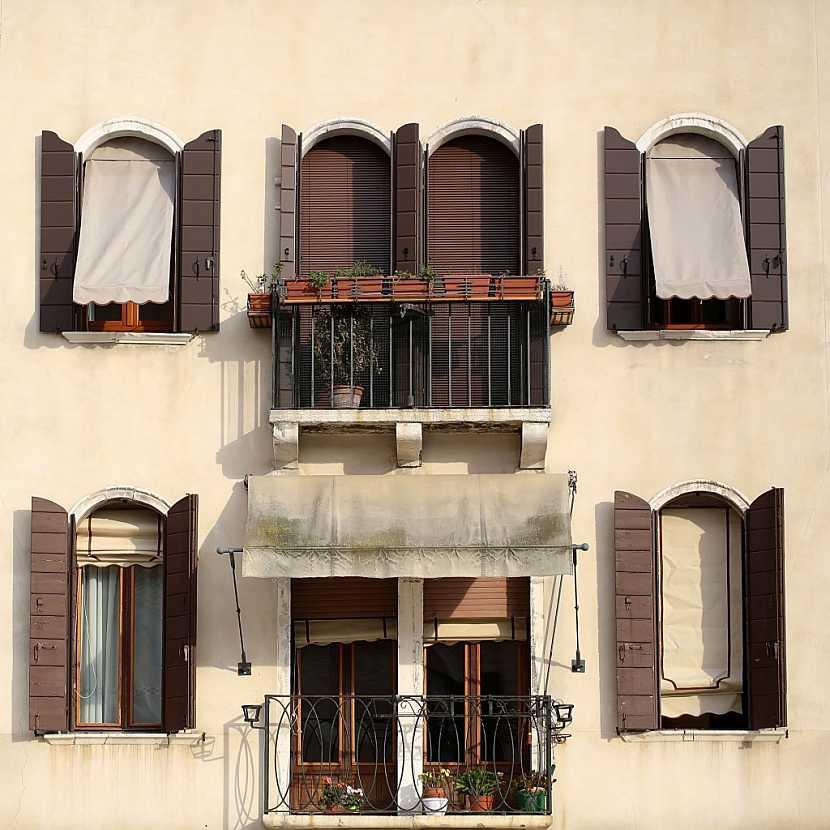 Lodžiové markýzy zabrání slunci a horku pronikat do bytu