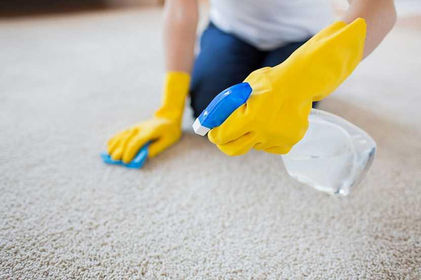Ruční čištění koberců patří k tomu nejnáročnějšímu způsobu