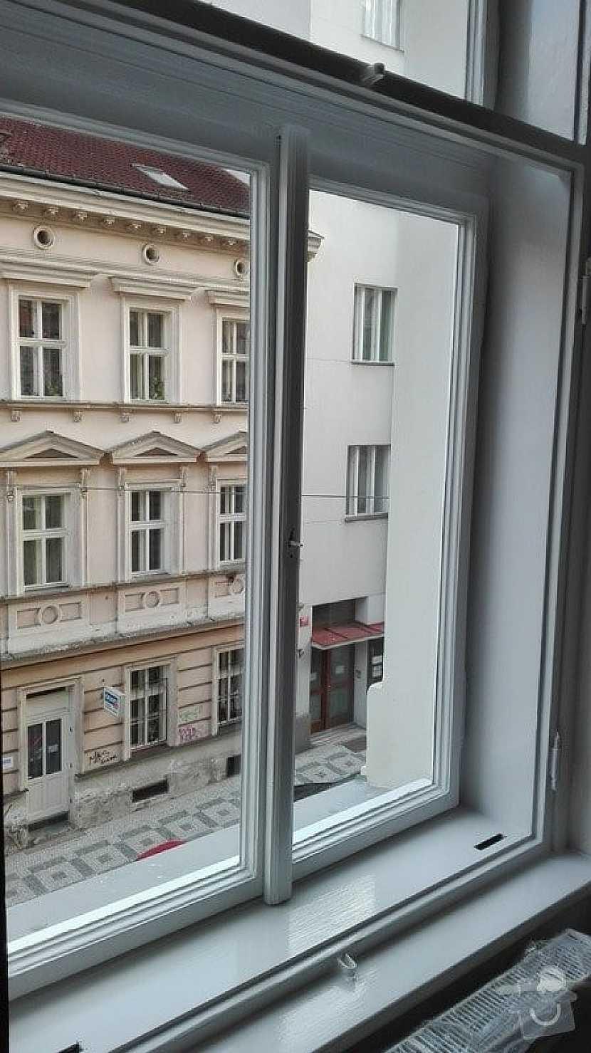 Hermeticky uzavřené místnosti napomáhají kondenzaci par a vlhkosti na oknech
