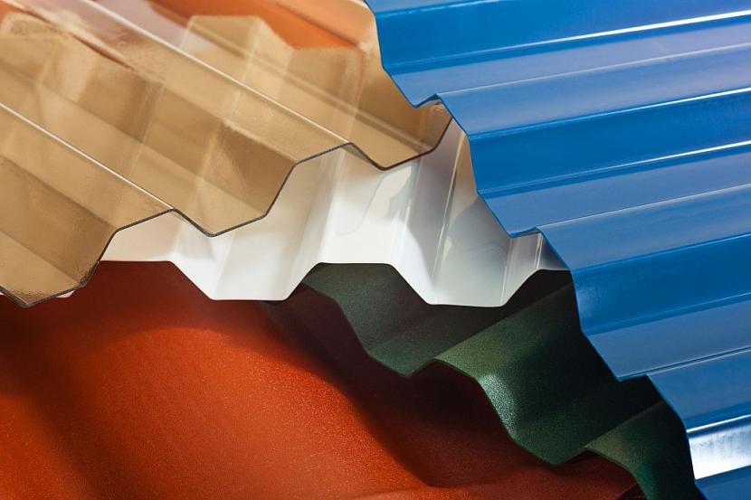 Jiný vzhled, ale stejné vlastnosti má polykarbonátový trapéz, který lze rovněž použít k zakrytí pergoly