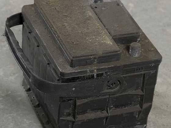 Čištění zkorodovaného akumulátoru