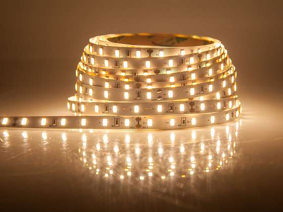 Instalace LED pásků (Zdroj: Depositphotos (https://cz.depositphotos.com))