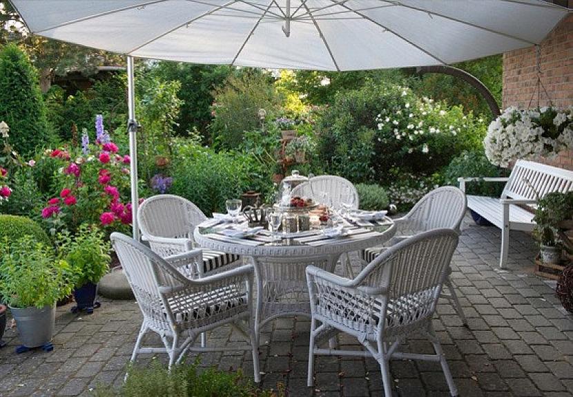 4. Proutěný zahradní nábytek